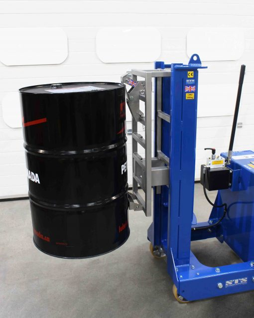 A close up image of the extended catch on the counterbalance barrel lifter.
