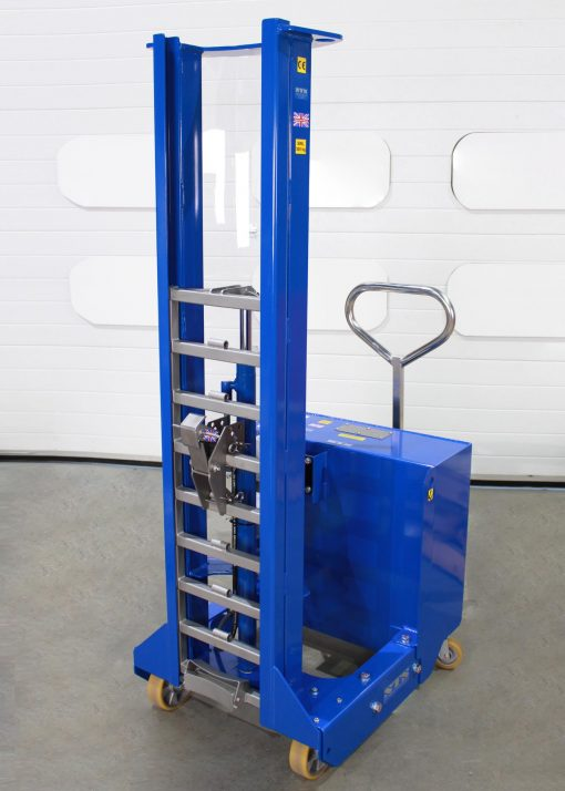 Unloaded hydraulic drum lifter viewed from the front, you can see the ladder rack and catch assembly.