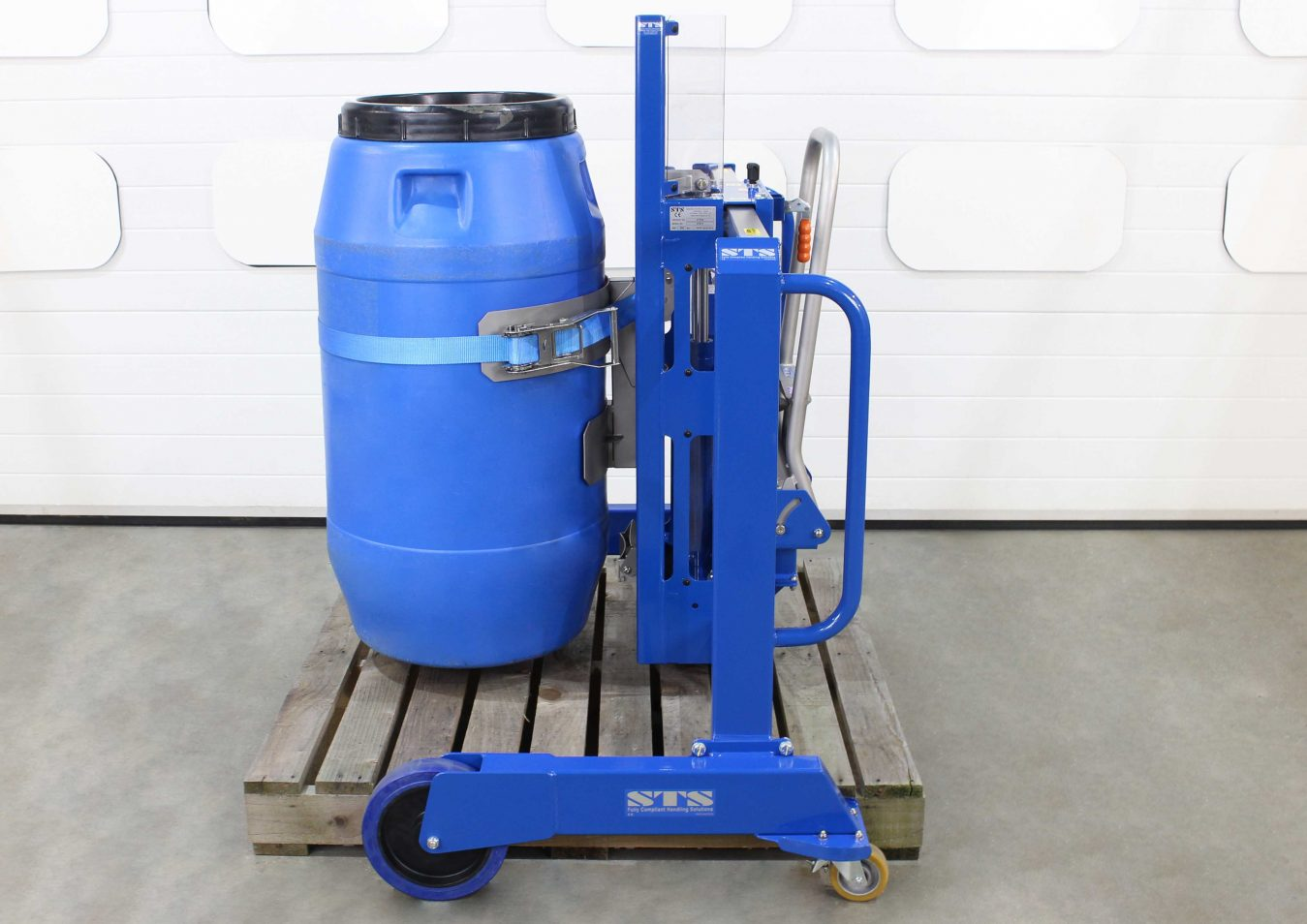 Side-Shift Plastic Barrel Mover lifts a screw top drum using an attachment.
