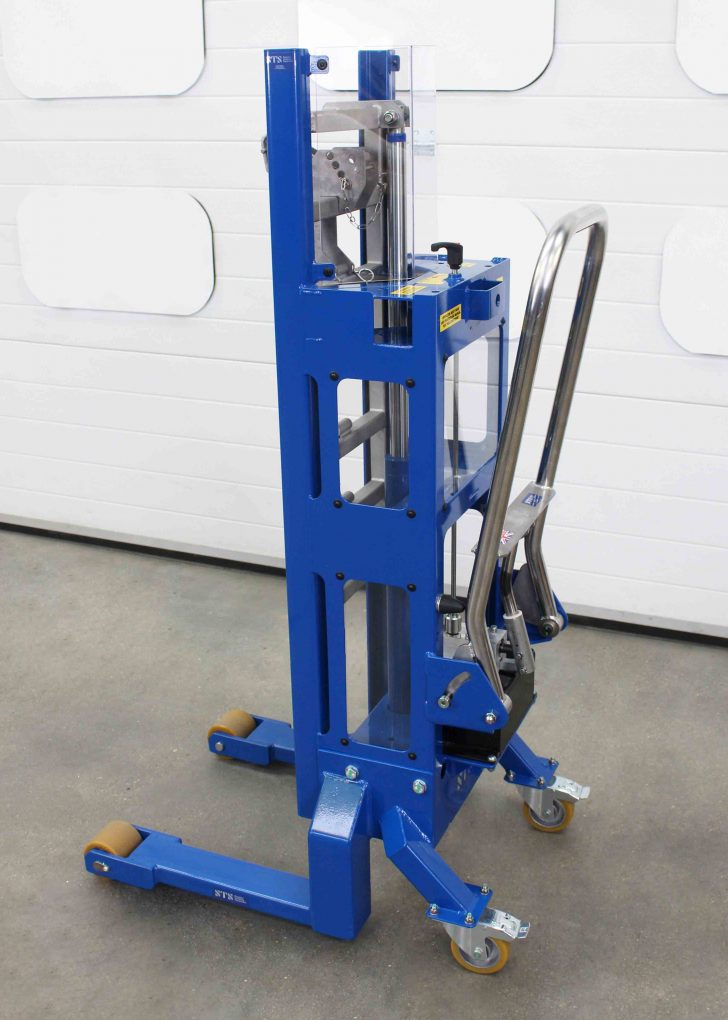 HIgh quality wheels on the hydraulic europallet drum lifter