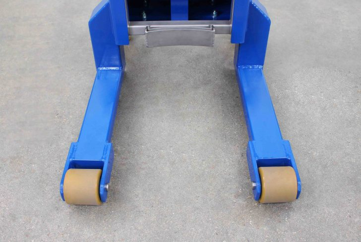 Under-pallet legs compatible with Euro pallets that have an opening on the 800mm side