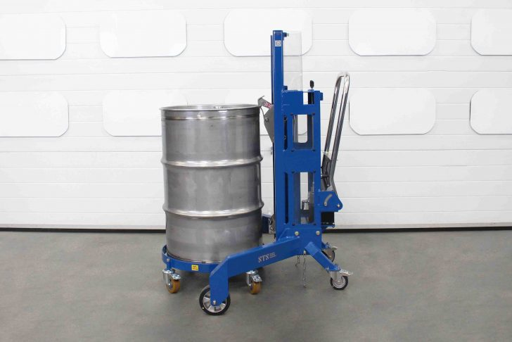 Corner drum lifter loading a steel drum onto the oil drum dolly.