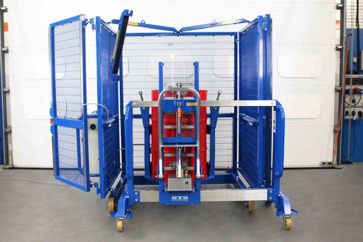 Safely load the drum mixer with a suitable STS drum lifter