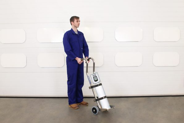 Operator uses oxygen cylinder in the medical gas cylinder trolley.